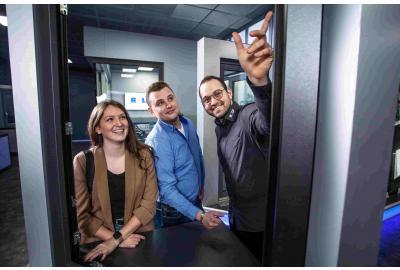 Aktuelle Fenstertrends: Große Glasfronten und Smart Home Systeme sorgen für maximalen Wohnkomfort